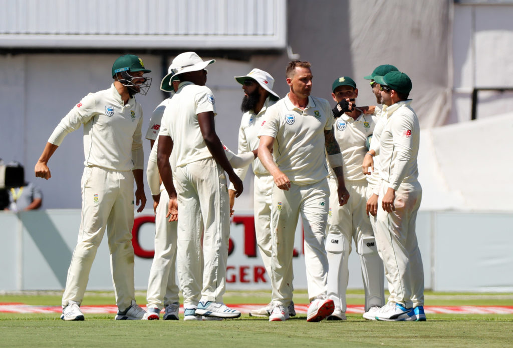 Pakistan two down at lunch as series victory beckons