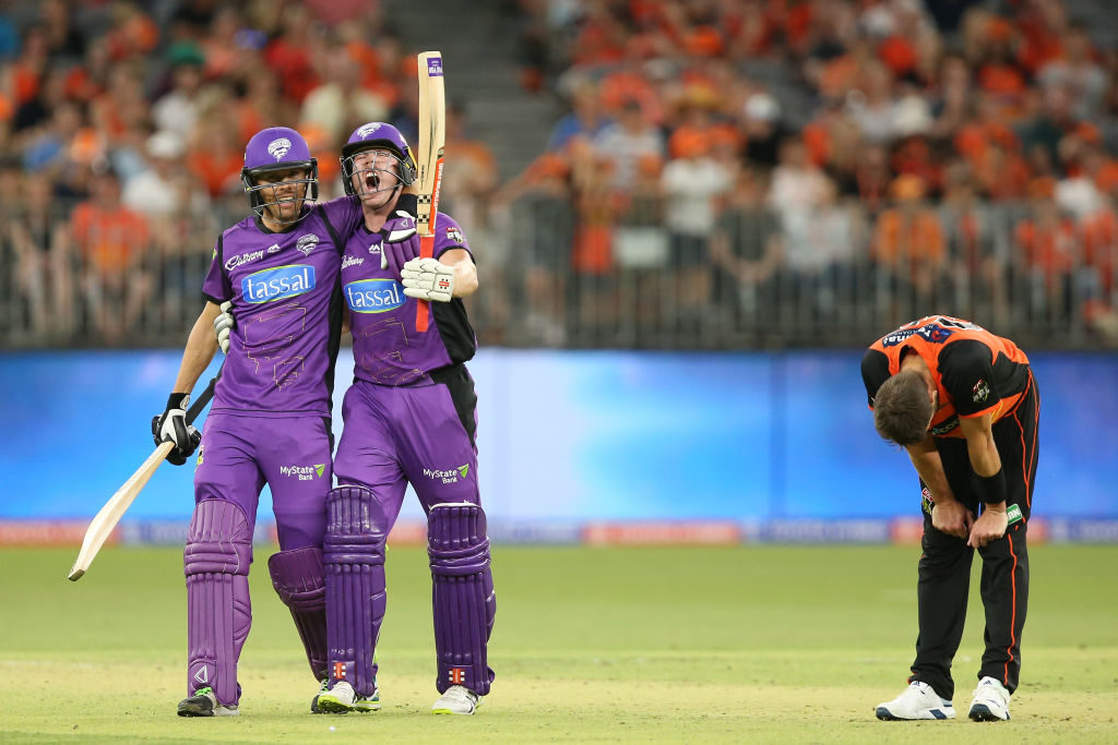 Hurricanes extend league lead with last-over win