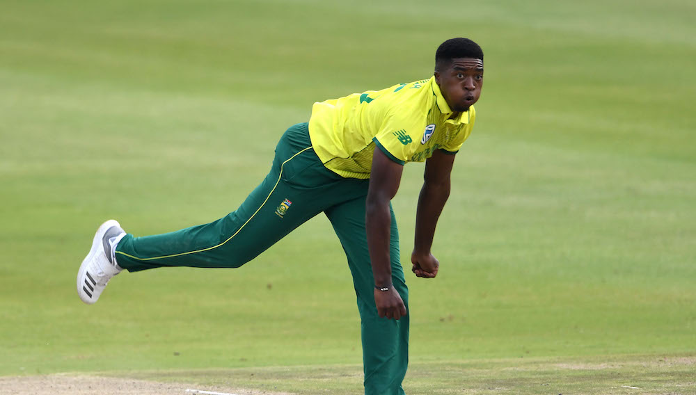 Sipamla in, Proteas bowl first