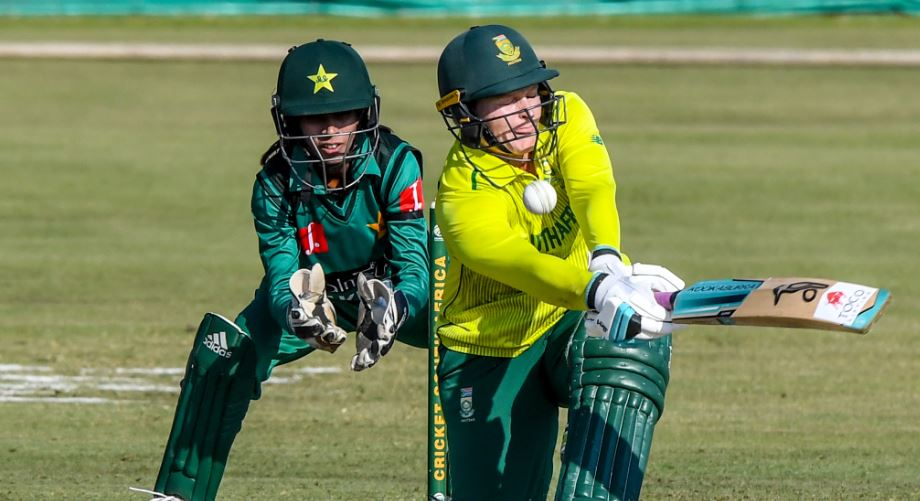Lee stars as Proteas square series