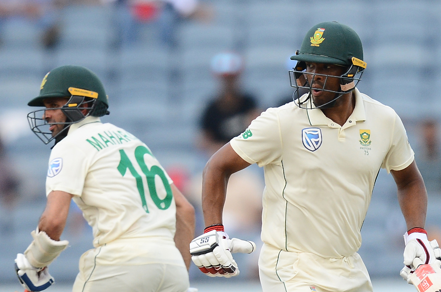 Philander and Maharaj dig deep with bat