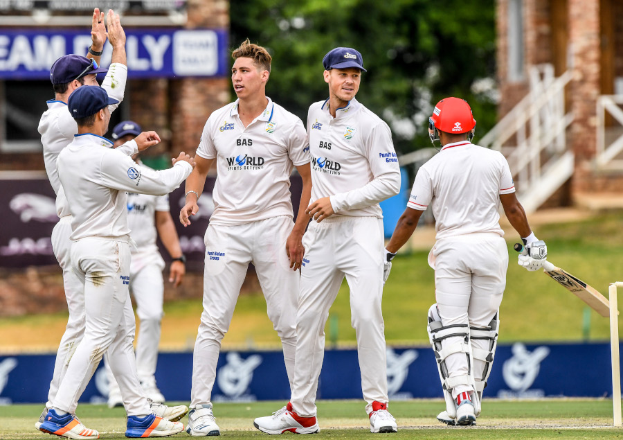 18 wickets on day one in Potchefstroom