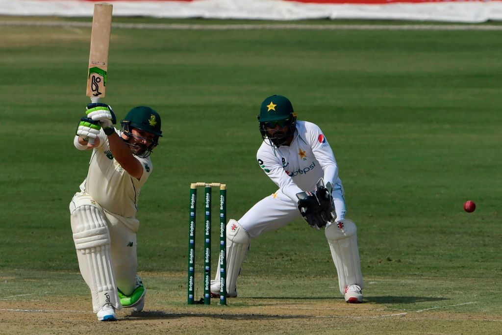 Lunch: Pakistan punish toothless Proteas